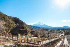 Villaggio giapponese vicino alla montagna Fuji Immagini Stock