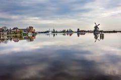 Villaggio Holland Netherlands di Zaanse Schans dei mulini a vento della città del fiume Fotografie Stock