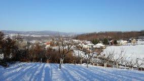 Villaggio il giorno di inverno soleggiato Fotografie Stock