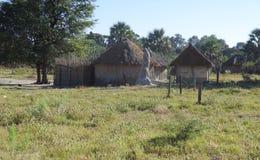 Villaggio indigeno al delta di Okavango immagine stock libera da diritti