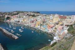 Villaggio italiano su un'isola fotografia stock
