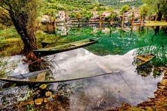 Villaggio Karuc nel lago Skadar nel Montenegro fotografia stock libera da diritti