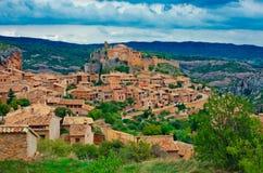 Villaggio medievale Alquezar e paesaggio delle montagne Aragon, Spagna Fotografie Stock Libere da Diritti