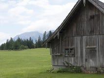 Villaggio medievale della montagna alpina Cottage armati in legno di legno Fotografia Stock Libera da Diritti