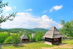 Villaggio medievale tradizionale conservato dei Balcani in Sirogojno, Zlatibor, Serbia fotografia stock libera da diritti