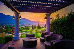 Villaggio, montagna e tramonto/alba, Tailandia Fotografie Stock