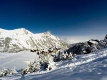 Villaggio negli archi di Les, alpi, Francia Fotografia Stock