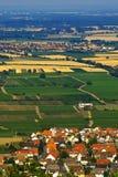Villaggio nei campi fotografie stock libere da diritti