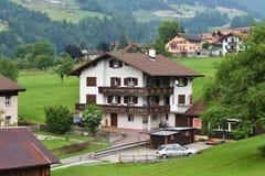 Villaggio nel cantone Uri, Svizzera Immagini Stock