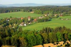 Villaggio nel paesaggio del paese Fotografia Stock Libera da Diritti