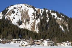 Villaggio nella neve, austriaca Fotografie Stock Libere da Diritti