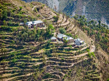 Villaggio nella regione himalayan a distanza, India Fotografie Stock