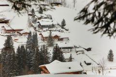 Villaggio nelle alpi Austria di inverno Fotografie Stock