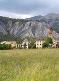 Villaggio nelle alpi francesi Immagine Stock