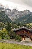 Villaggio nelle alpi svizzere Fotografia Stock