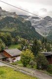 Villaggio nelle alpi svizzere Fotografie Stock Libere da Diritti