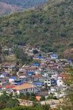 Villaggio nelle montagne Fotografia Stock Libera da Diritti