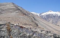 Villaggio nelle montagne Himalayan Fotografie Stock Libere da Diritti