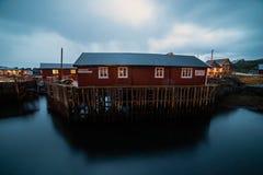 Villaggio norvegese O alla notte fotografia stock libera da diritti