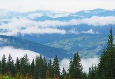 Villaggio in nuvola, montagne, Carpathians, Ucraina Immagini Stock Libere da Diritti