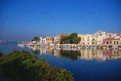 Villaggio panoramico del litorale Fotografie Stock Libere da Diritti