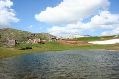 Villaggio pastorale in montagne Immagine Stock