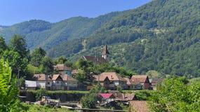 Villaggio in pendio di collina, la Transilvania, Romania Immagini Stock Libere da Diritti