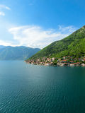 Villaggio Perast sulla costa della baia di Boka Cattaro nel Montenegro Fotografia Stock Libera da Diritti