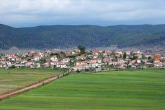 Villaggio rurale di Pustec, lago Prespa, Albania fotografia stock