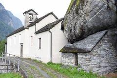 Villaggio rurale tradizionale di Fontana sulle alpi svizzere Fotografie Stock