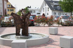 Villaggio Sandweier quadrato con fontain Fotografia Stock Libera da Diritti