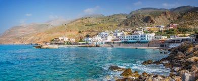 Villaggio scenico di Hora Skafion ed il mar Mediterraneo in Creta, Grecia fotografia stock