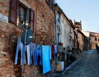 Villaggio scenico Italia di montefrabbri del paesaggio di Marche Fotografia Stock Libera da Diritti