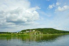 Villaggio siberiano sul fiume Tom Fotografia Stock Libera da Diritti