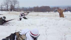 Villaggio Sokolovo, regione di Harkìv, Ucraina - 9 marzo: Ricostruzione della battaglia della seconda guerra mondiale vicino al archivi video