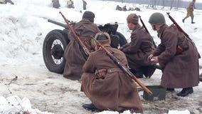 Villaggio Sokolovo, regione di Harkìv, Ucraina - 9 marzo: Ricostruzione della battaglia della seconda guerra mondiale vicino al video d archivio