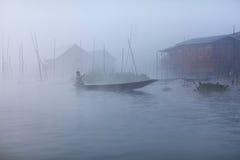 Villaggio sopra acqua sul lago Inle, Myanmar immagine stock