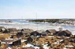 Villaggio su un mare bianco Immagini Stock
