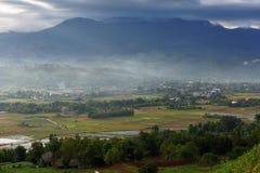 Villaggio sull'alta montagna Fotografie Stock Libere da Diritti