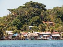 Villaggio sull'isola dei Caraibi Fotografie Stock Libere da Diritti