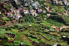 Villaggio sulla costa sud dell'isola della Madera fotografia stock libera da diritti