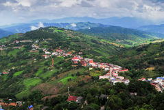 Villaggio sulla montagna - a nord della Tailandia Fotografie Stock Libere da Diritti