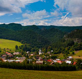 Villaggio Sulov - Hradna,  a, Slovacchia di BytÄ Fotografie Stock