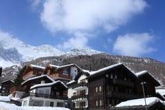 Villaggio svizzero delle alpi Fotografia Stock Libera da Diritti
