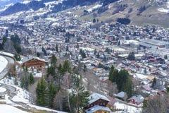 Villaggio svizzero nell'inverno Immagini Stock