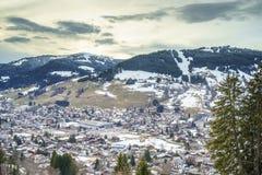 Villaggio svizzero nell'inverno Fotografie Stock