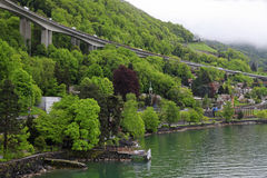 Villaggio svizzero sul lago Lemano Fotografie Stock Libere da Diritti