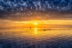 Villaggio tailandese del pescatore di tempo di alba in Bangtaboon Petchaburi, Th Immagini Stock Libere da Diritti