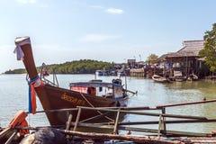 Villaggio tailandese su acqua Immagini Stock