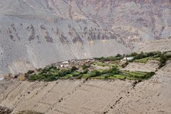Villaggio tipico Tangbe del mustang 3040 m. contro lo sfondo della montagna Fotografia Stock Libera da Diritti